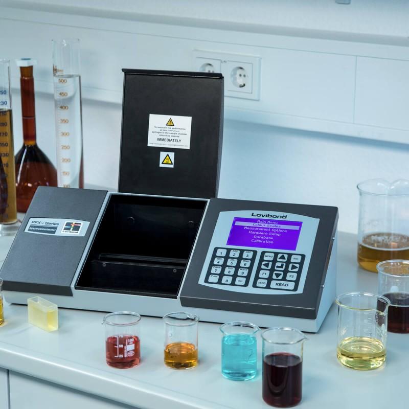 Lovibond PFXi-995 típusú színmérő kemikáliák, olajok, zsírok méréséhez, élelmiszeripari használatra